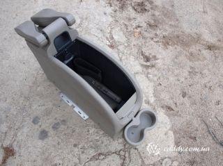 Renault - консоль с подлокотниками