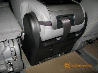 Toyota Sequoia Platinum - среднее сиденье дивана